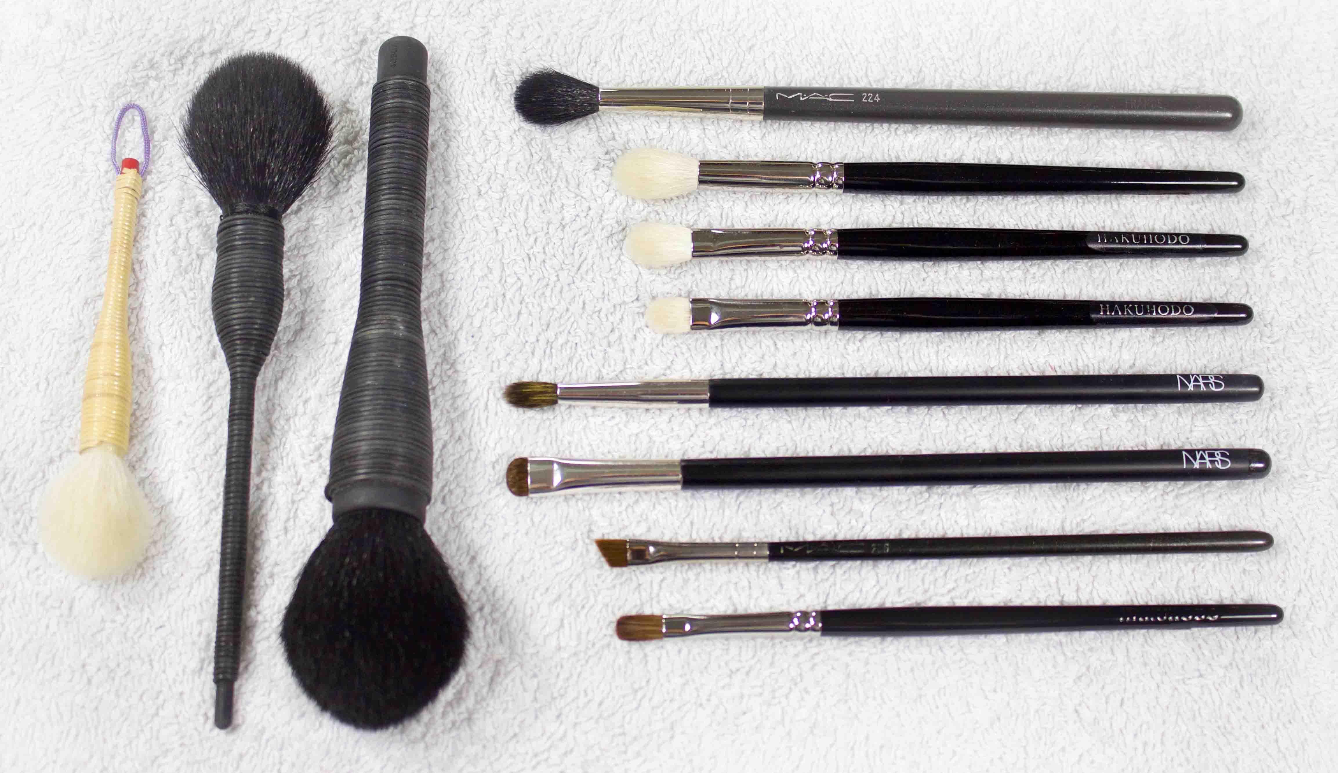 Pinceles, brochas y utensilios básicos
